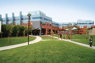 斯威本科技大学