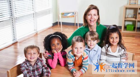 维多利亚大学幼儿教育专业和莫纳什大学幼儿及小学教育专业哪个好?