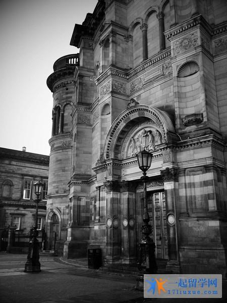 英国爱丁堡大学留学花费大不大