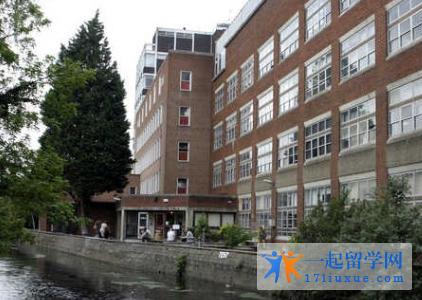 英国金斯顿大学申请要求(入学要求)和申请材料解析