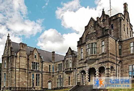英国格林多大学本科学费是多少?