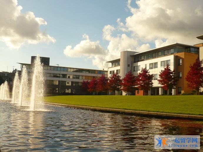 华威大学学生公寓如何及交通方便吗?附附近的火车站