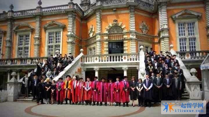 西伦敦大学的本科好不好毕业?就业情况如何?