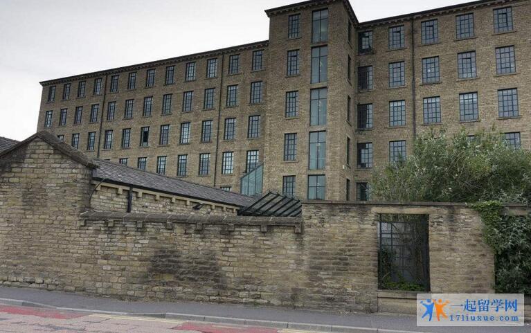 英国哈德斯菲尔德大学中国留学生多吗?