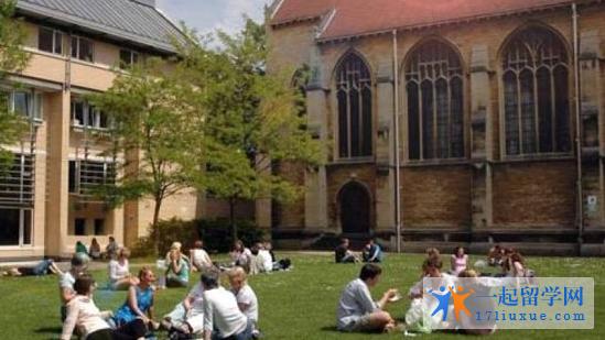 英国格鲁斯特大学地理位置优势及学生生活信息解析