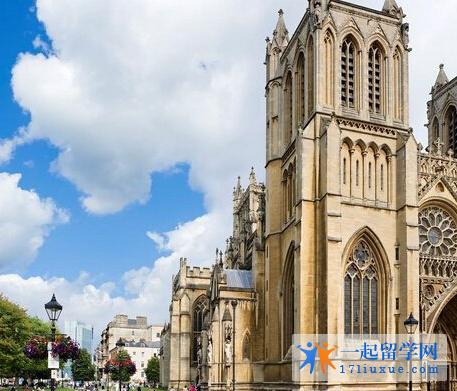 英国布里斯托大学语言班学费是多少?