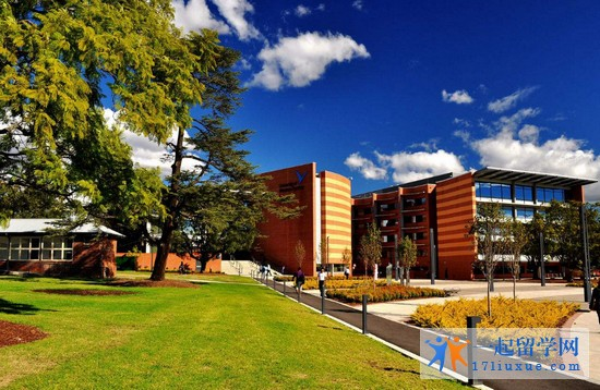 2018年西悉尼大学1年学费和生活费是多少?