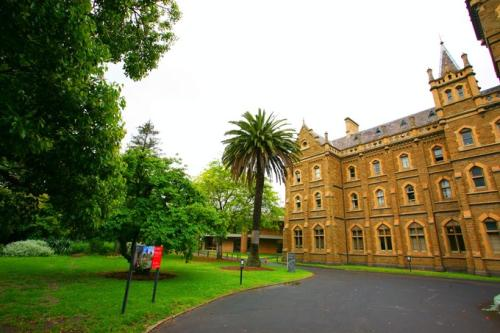 昆士兰大学的研究生申请条件