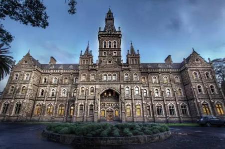 解析昆士兰科技大学,昆士兰科技大学读研要求、就业前景、留学优势