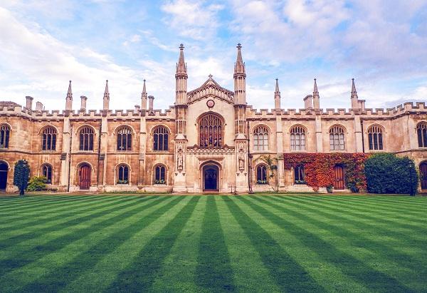 皇家霍洛威学院国际关系专业研究生申请条件及世界排名|学费介绍