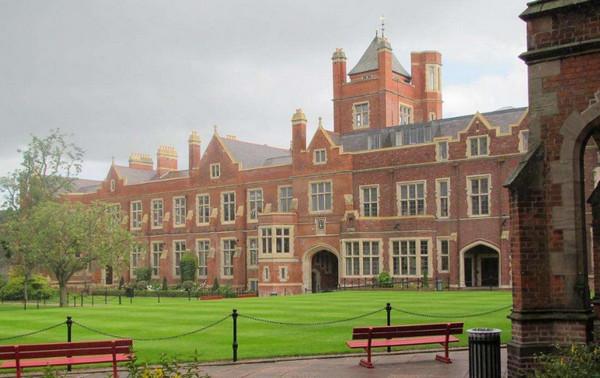 """贝尔法斯特女王大学70%+的科目教学品质被评为""""非常优秀"""",还是世界最美大学"""