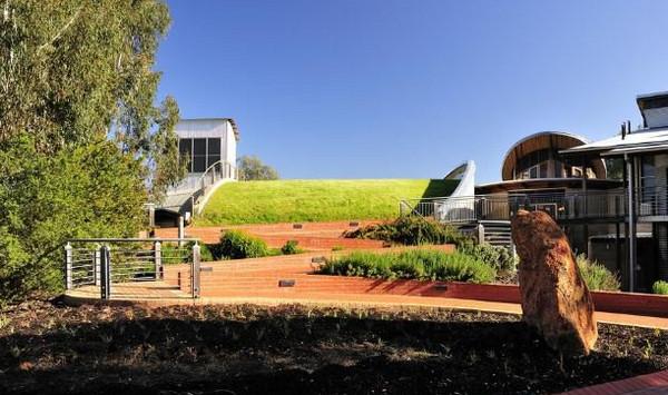 澳大利亚查尔斯特大学本科和硕士课程学费信息