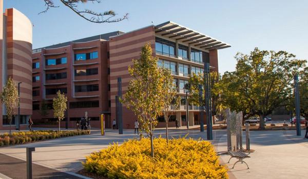 澳大利亚西悉尼大学本科和硕士课程学费信息