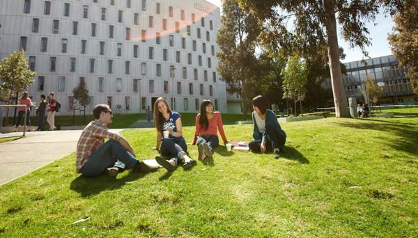 迪肯大学本科文凭课程申请指南